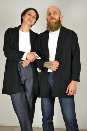 chaqueta-americana-negra-detalle   Elisa Muresan ropa ecológica