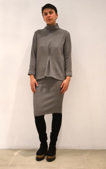 Jersey-gris-pinza | Elisa Muresan moda sostenible