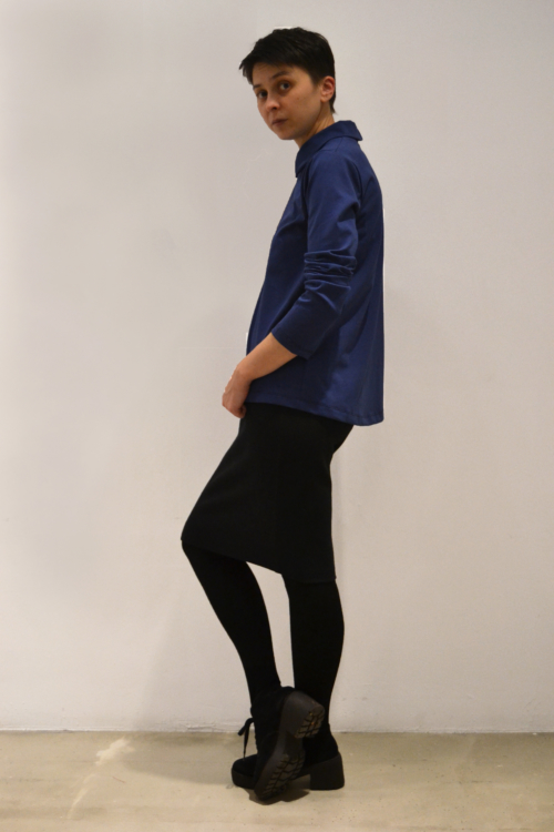 camiseta-camisa-azul-lateral | Elisa Muresan moda sostenible
