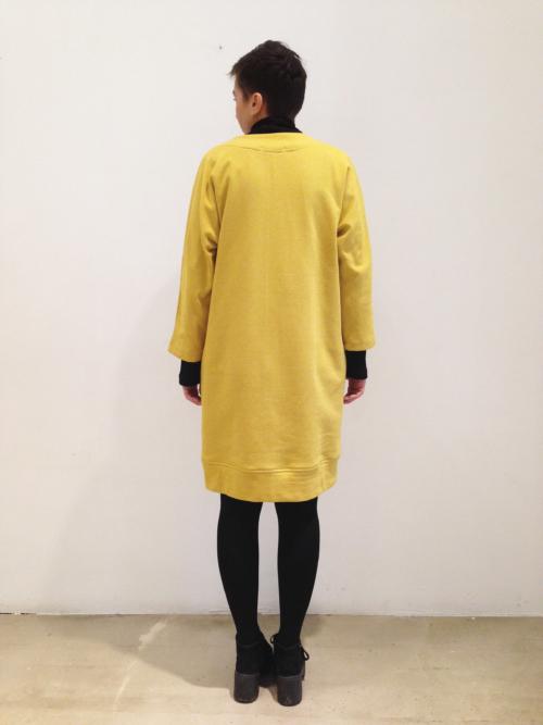 chaqueta-vestido-mostaza-espalda | Elisa Muresan ropa ecológica