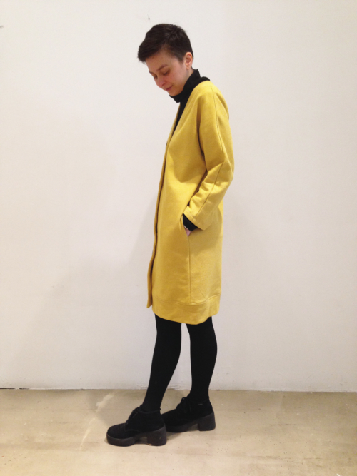 chaqueta-vestido-mostaza-lateral | Elisa Muresan moda sostenible
