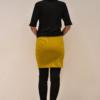 falda-corta-mostaza-espalda | Elisa Muresan moda sostenible