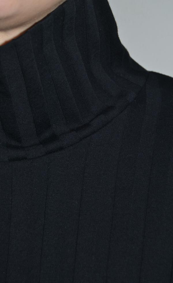 jersey-negro-cuello-alto-detalle | Elisa Muresan moda sostenible