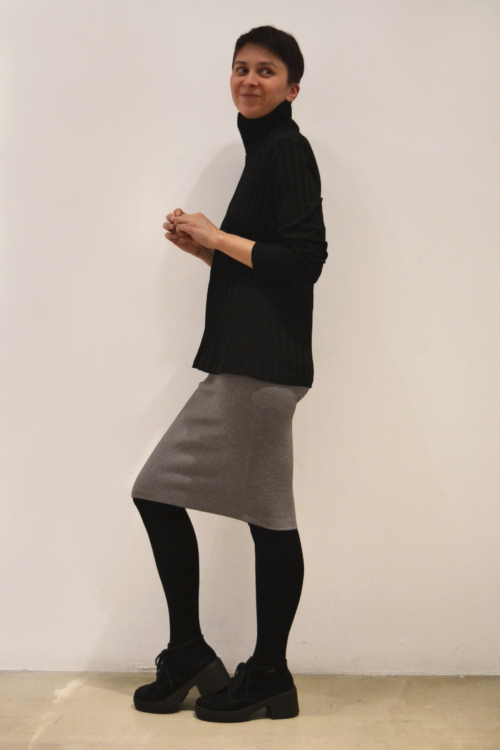 jersey-negro-cuello-alto-lateral | Elisa Muresan ropa ecológica