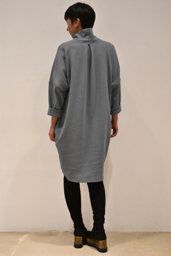 vestido-over-gris-espalda | Elisa Muresan moda sostenible