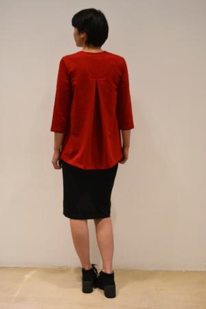 camiseta-roja-detras | Elisa Muresan moda sostenible