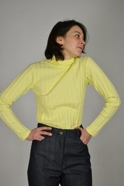 Jersey canale cuello alto detalle | Elisa Muresan moda sostenible