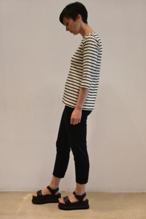 camiseta-basica-BN-lateral | Elisa Muresan moda sostenible