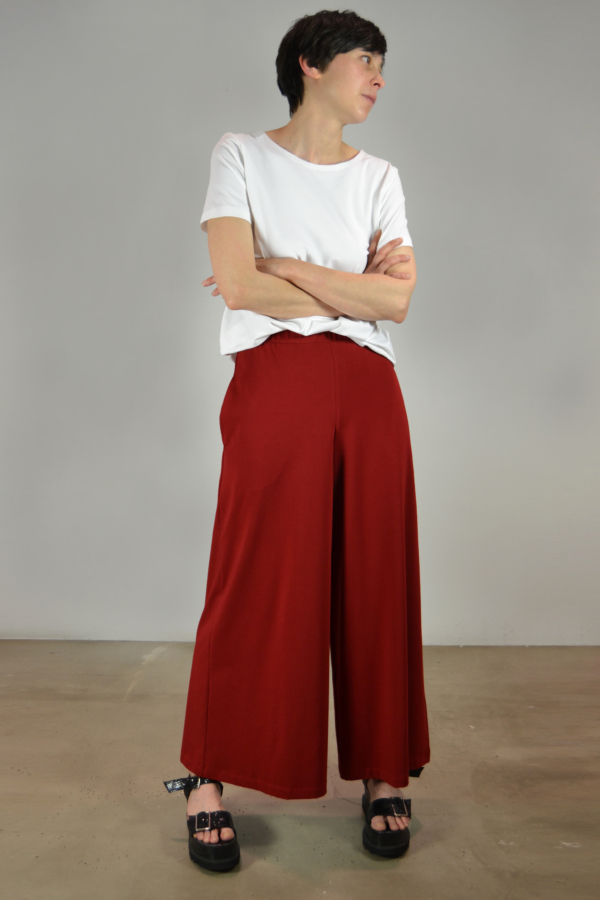 falda-pantalón-rojo   Elisa Muresan moda sostenible