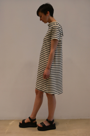 vestido-raya-BN-lateral | Elisa Muresan moda sostenible