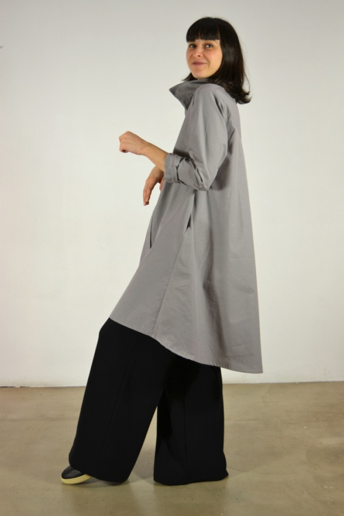Vestido-camisero-gris-detras | Elisa Muresan moda sostenible