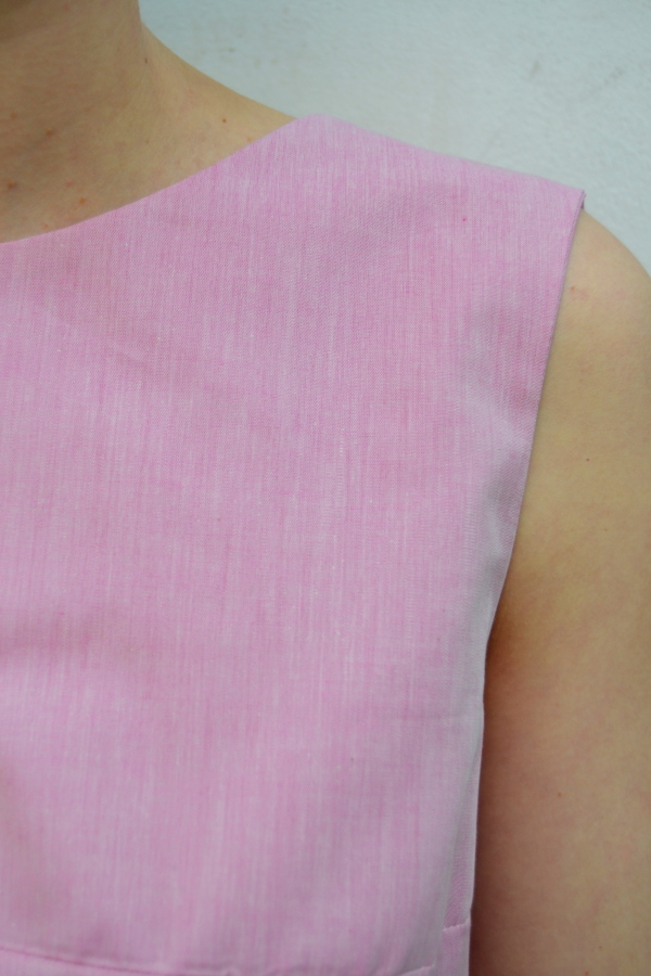 camiseta-espalda-abierta-detalle   Elisa Muresan moda sostenible