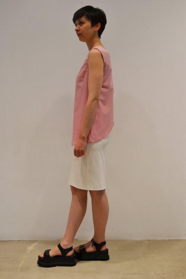 camiseta-espalda-abierta-lateral   Elisa Muresan moda sostenible
