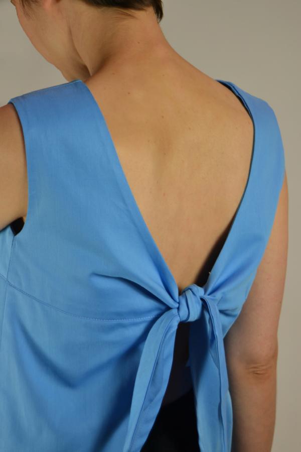camiseta lazo espalda detras   Elisa Muresan ropa ecológica