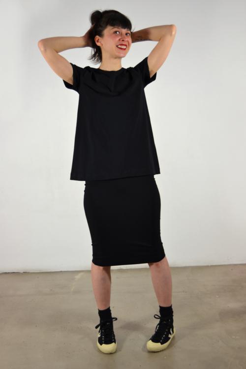 camiseta-reversible-negra | Elisa Muresan moda sostenible