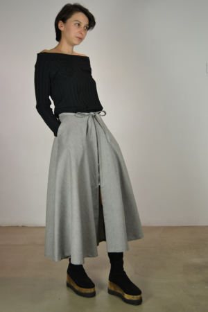 falda-midi-lateral | Elisa Muresan moda sostenible